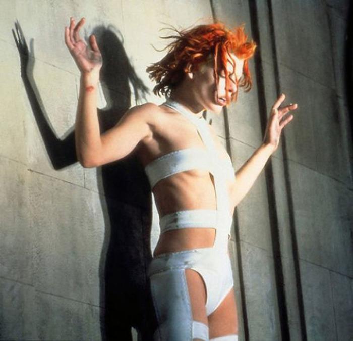 Milla Jovovich è Leeloo, l'extraterrestre di fattezze androgine in Jean-Paul Gaultier ne Il Quinto Elemento (1997)