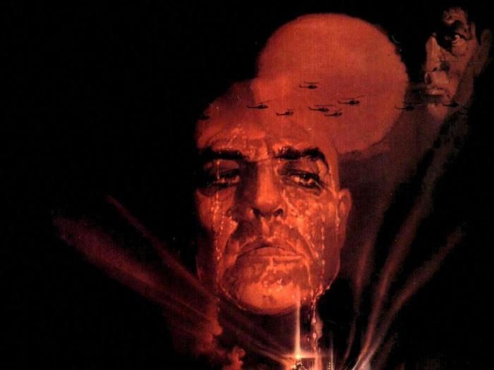 Il 15 agosto 1979, Apocalypse Now deflagrava nei cinema col profetico cranio in penombra di un Marlon Brando dal Cuore di Tenebra, infiammato dal tramonto di sangue. Oggi, celebriamo il capolavoro bellico di Francis Ford Coppola prostrandoci al barbaro ex Berretto Verde, Kurtz e ai suoi seguaci nei Viet-movies.