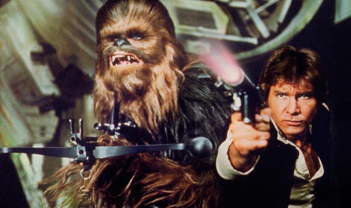Il contrabbandiere spaziale Ian Solo e il socio Chewbecca schizzano nella galassia occupando un posto in prima fila nella Millennium Falcon e raggirando creditori ed esercito imperiale.