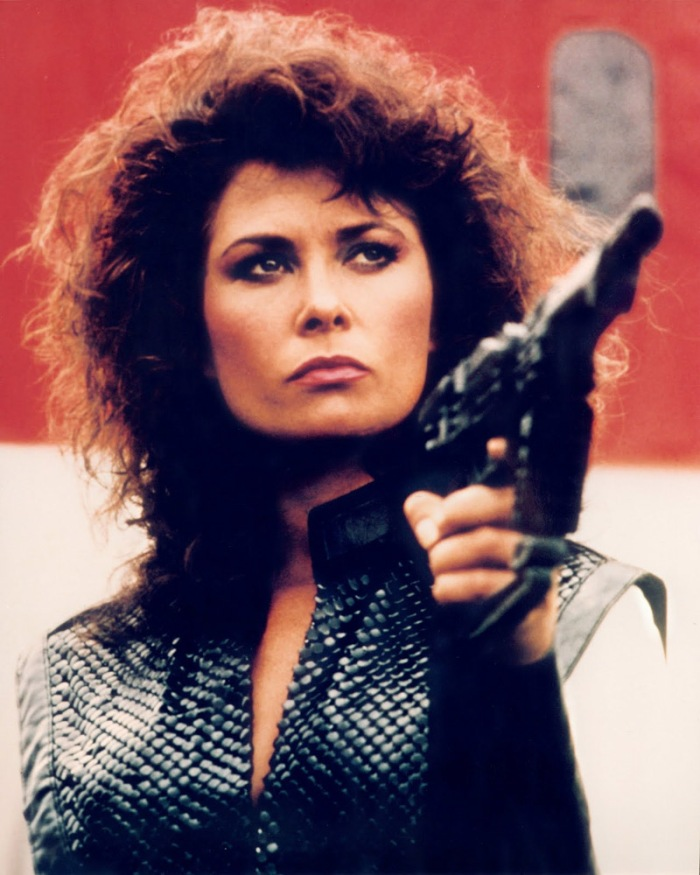 """Jane Badler è Diana, la rettiliana portavoce dei """"visitatori"""" ghiotta di roditori in V – Visitors (1983)"""