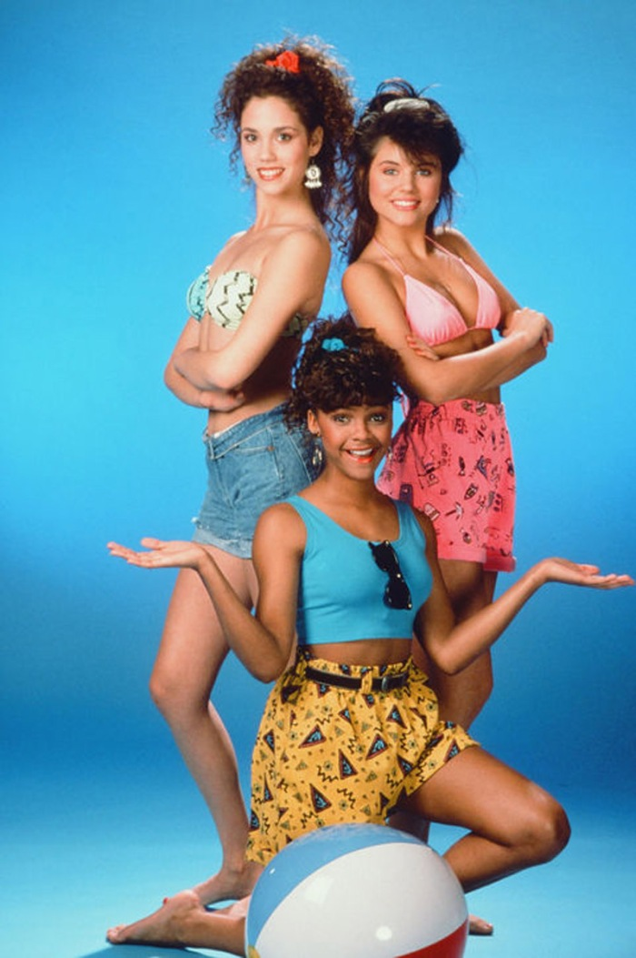lisa-turtle-jesse-spano-kelly-kapowski-saved-by-the-bell-crop-top-h724