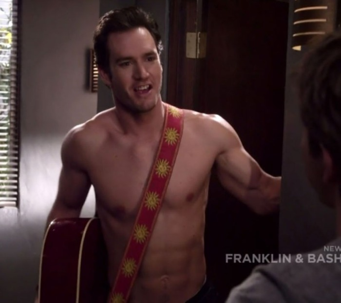 Mark-Paul Gosselaar avvocato strip-party addict in Franklin & Bash (2011)