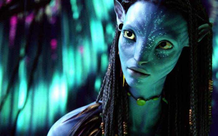 Zoe Saldana è la pacifica Neytiri che dimora nel primordiale pianeta di Pandora in Avatar (2009)