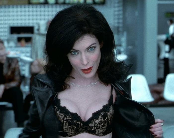 """Lara Flynn Boyle è Serleena Men in Black 2 (2002): l'Angelo (s)extraterrestre """"ospitata"""" da una modella di Victoria's Secret"""