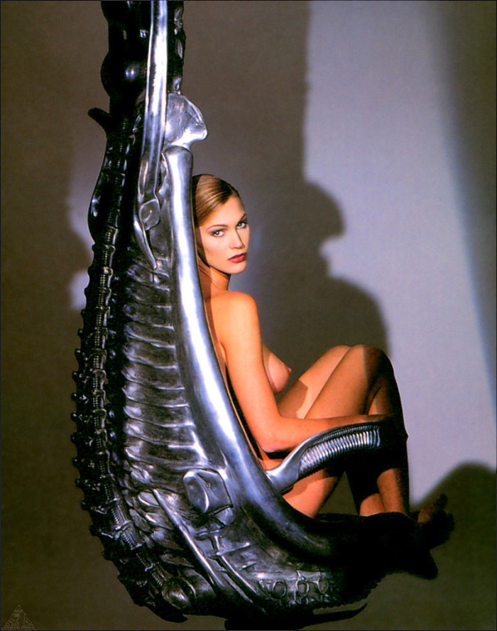 Natasha Henstridge è Sil, l'algida umanoide generata in laboratorio in Species (1995)