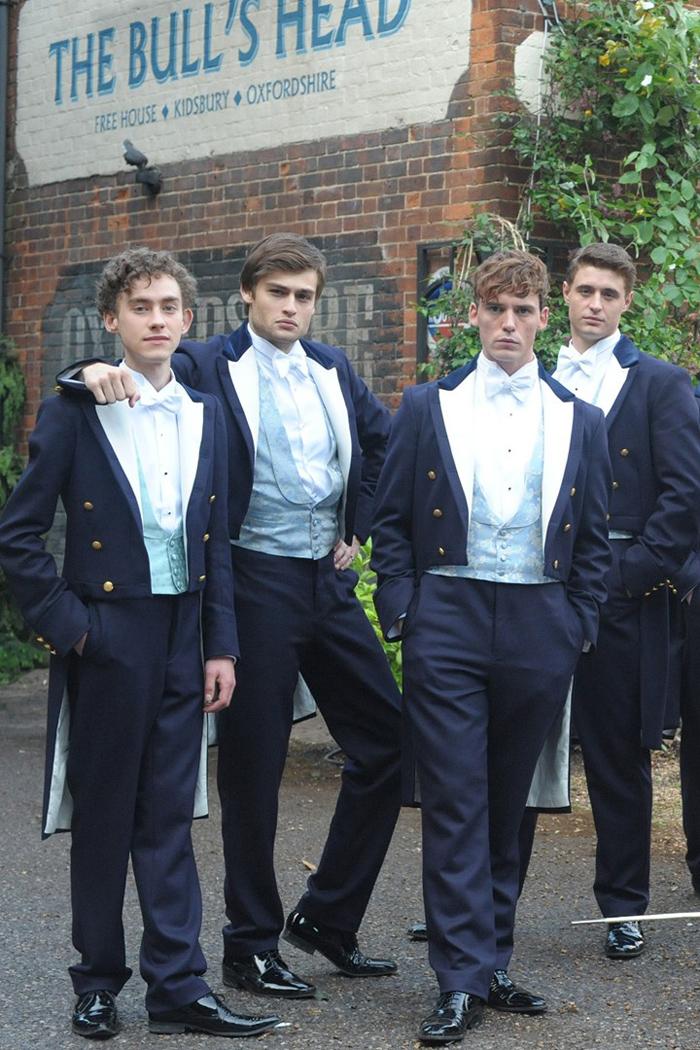 Fate largo a Sam Claflin e Douglas Booth, i viziati rampolli dell'upper class così, irresistibilmente, belli, strafottenti e Posh (ora nelle sale) come la blasonata socialite UK forgiata nei rarefatti ambienti di Oxford: l'università esclusivissima dove si formano circoli ancora più selezionati come The Riot Club. L'antica confraternita cui il privilegiato Max Irons non può fare a meno di diventarne un adepto, con tanto di rito d'iniziazione che sfocerà nel tradizionale banchetto dell'eccesso. Ecco, gli stronzetti british che bazzicano sui libri…