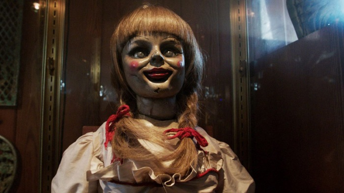 Annabelle l'inquietante porcelain doll d'antiquariato in The Conjuring (2013)