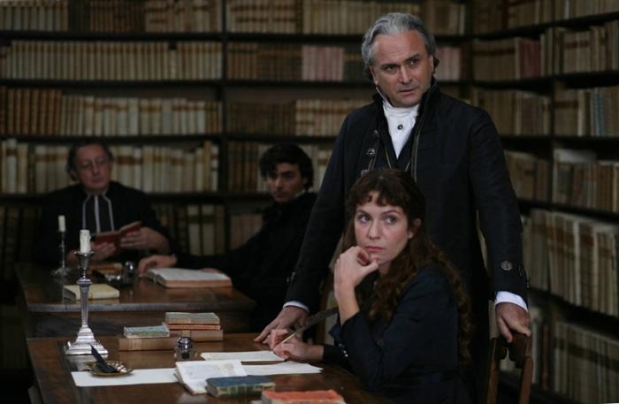 La biblioteca di Monaldo Leopardi che si vede nel film è proprio quella di Recanati con i suoi ventimila volumi, conservata intatta.