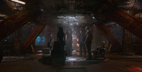 Iron Man sarebbe dovuto comparire in un cameo ma Robert Downey Jr. ha rifiutato per motivi contrattuali che lo vincolavano ad altri due episodi della saga The Avengers.