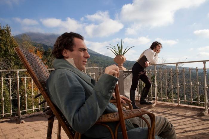 Elio Germano e Michele Riondino (che interpreta il migliore amico del poeta, Antonio Ranieri )avevano diviso il set ne Il passato è una terra straniera (2008).