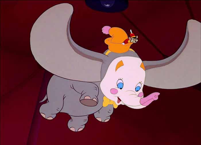Dumbo (1941) è l'elefantino del circo che ha causa delle sue grandi orecchie sproporzionate viene declassato a pagliaccio.