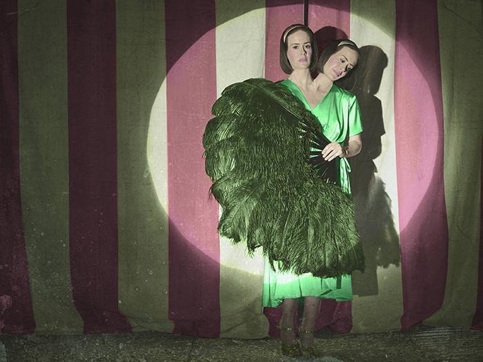 Sarah Paulson è Bette e Dot Tattler: la donna bicefala in AHS: Freak Show