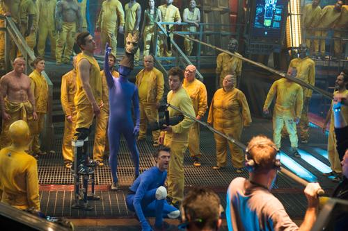 Il film presenta moltissimi figuranti nel ruolo degli alieni; sono state realizzati le sagome di 2000 umanoidi appartenenti a razze diverse, contraddistinte da diversi colori. Ogni elemento è stato quindi colorato di giallo, di blu o di rosa.
