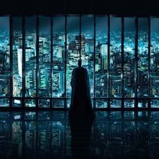 I freddi bagliori che provengono dagli edifici nella trilogia de Il Cavaliere Oscuro (2008-12)