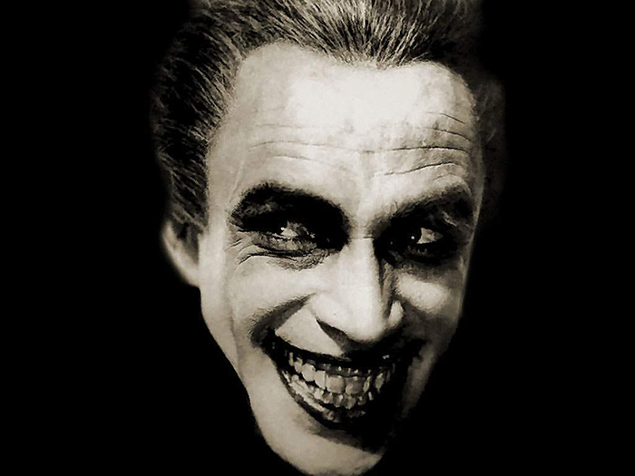 Gwynplaine è il bel figlio di un lord orrendamente sfigurato dagli zingari che l'hanno trasformato nell'attrazione ambulante, nota come L'uomo che ride (1928)