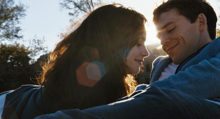 Lily Collins e Sam Claflin in #ScrivimiAncora (2014)