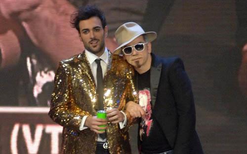 Trionfa con Mengoni nella finale della seconda edizione.