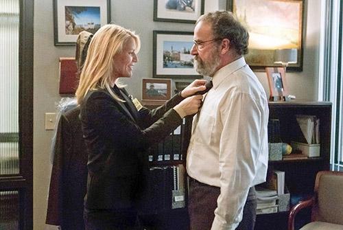 Saul non è più al soldo della CIA ma lavora nel settore privato.