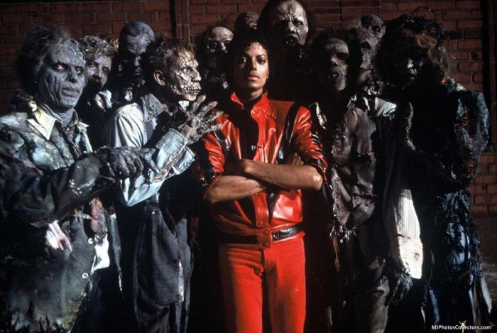 Michael Jackson si trasforma in lupo collegiale nel videoclip Thriller (1982), ispirandosi a Un lupo mannaro americano a Londra diretto dallo stesso John Landis.