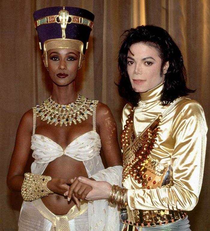 La supermodella Iman risorge dalle ceneri come sua divina Nefertiti in Remember the Time (1992)
