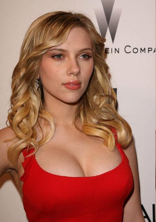 Scarlett Johansson è bionda nautale