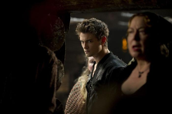 Shiloh Fernandez è il lupo cattivo che seduce Cappuccetto Rosso Sangue (2011)