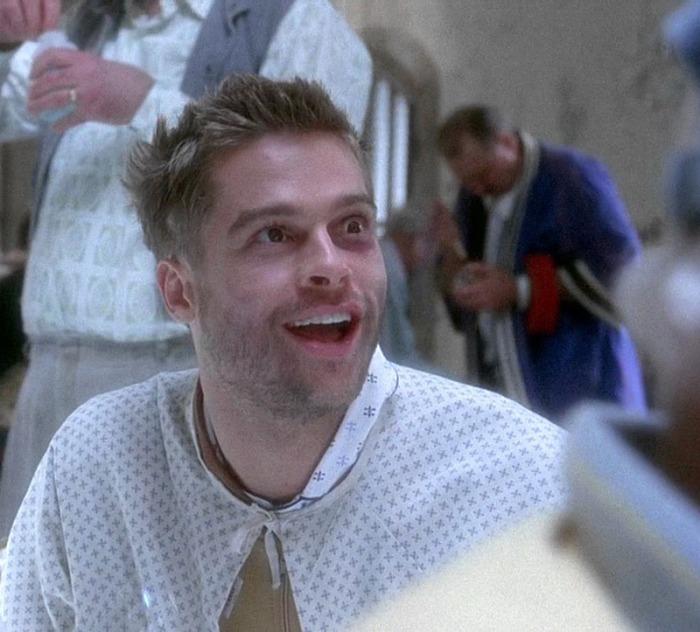 Si privò delle sigarette e staccò un biglietto per il reparto psichiatrico della Temple University per prepararsi al ruolo ne L'esercito delle 12 scimmie (1995)