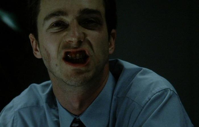 Smunto schizoide auto-sferra-pugni in Fight Club (1999)