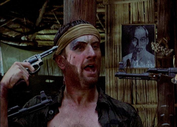 Compare provatissimo giocando alla roulette russa come Il Cacciatore (1978). L'attore dichiarò che nessuno l'aveva esaurito emotivamente e spossato fisicamente come sul set di questo film.