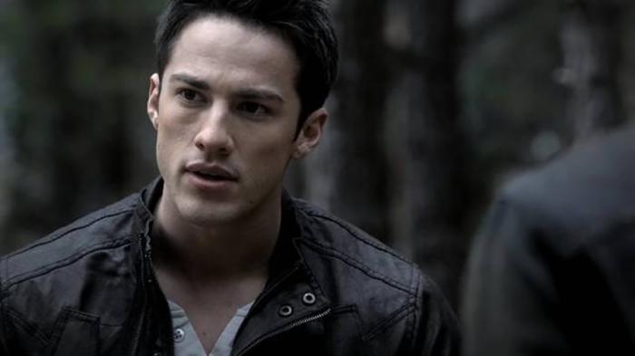 Michael Trevino è Tyler Smallwood, il football-player attaccabrighe su cui pende una maledizione bestiale in The Vampire Diaries (2009-2014)