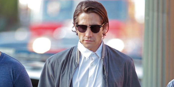Un irriconoscibile Jake Gyllenhaal, ridotto alla poltiglia, si sbarazza di 10 kg per afferrare la videocamera dello scoppiato cacciatore di scene del crimine che si precipita, nottambulo, nell'asfalto come Lo sciacallo – Nightcrawler (da domani in sala) vendendo i suoi torbidi scoop al migliore offerente.