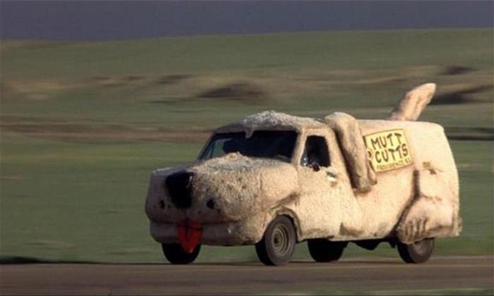 Shaggin' Wagon in Scemo & più scemo (1995)