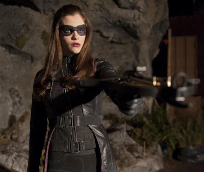 Jessica De Gouw è la Vigilante Helena Bertinelli alias La Cacciatrice nella serie Arrow (2012-14)