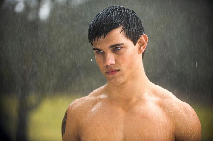 Taylor Lautner è Jacob Black, mutaforma nel Branco dei Quileute nella saga di Twilight (2008-12)
