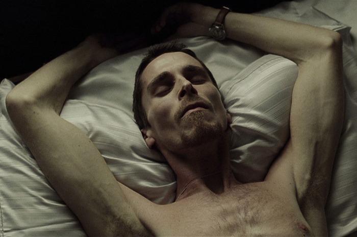 Christian Bale - 30 kg per L'Uomo senza Sonno (2004), lo sceletrico macchinista in preda alle allucinazioni.