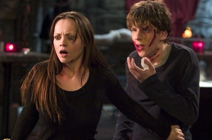 Jesse Eisenberg è stato morso da un canide infetto in Cursed (2005)