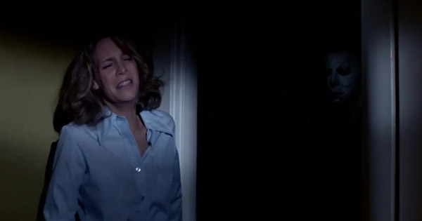 Jamie Lee Curtis è Laurie Strode vs Michael Myers in Halloween - La notte delle streghe (1978)