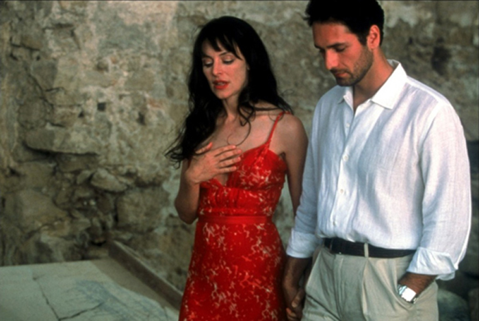 Con una conturbante Madeleine Stowe nell'action-comedy Avenging Angelo (2002)