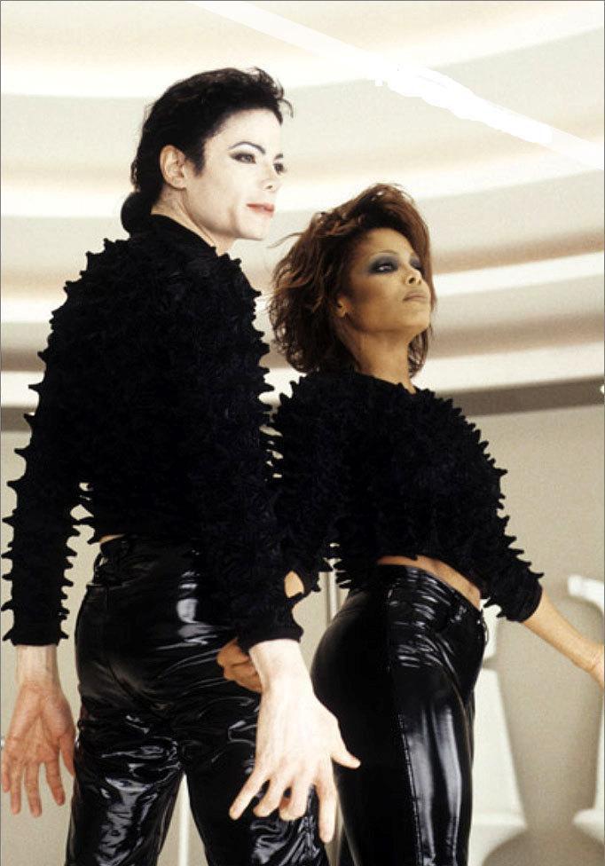 Va in orbita furibonda con la sorella Janet Jackson, urlando e spaccando tutto a ritmo di space-choreography in Scream (1995)
