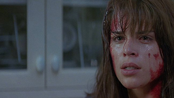 Neve Campbell è Sidney Prescott vs Ghostface in Scream (1997)