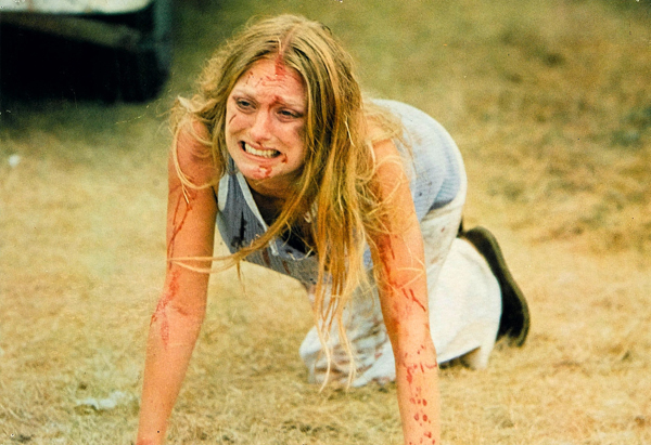Marilyn Burns è Sally Hardesty vs Leatherface in Non aprite quella porta (1974)
