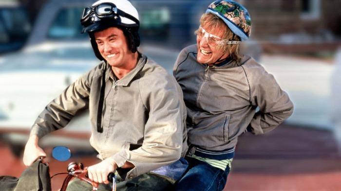 Per l'ingaggio nella pellicola del 1994, Jim Carrey ha preteso 7 milioni di dollari (il cachet più alto ricevuto da un attore per una commedia) mentre Jeff Daniels si è accontentato di 50.000 dollari.