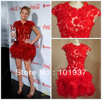 Il lace short sleeve simil-Marchesa indossato da Blake Lively lo puoi trovare su weddingdressyes.com a $ 152.15