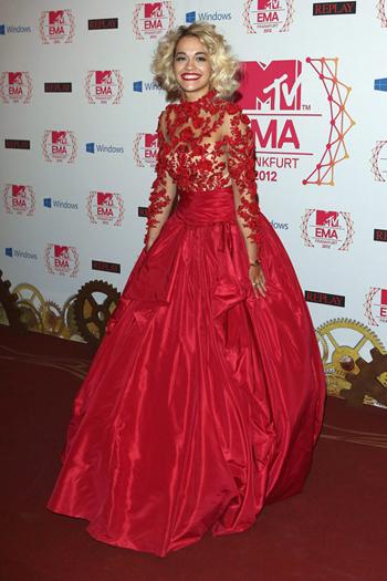 Rita Ora in sontuoso Marchesa