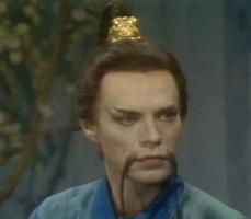 5- La rockstar Mick Jagger si nasconde dietro ai lunghi baffi arcigni dell'Imperatore cinese ne L'usignolo.
