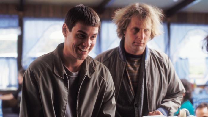 I nomi Harry e Lloyd sono un omaggio al mattatore del cinema muto, Harold Lloyd. Nicolas Cage e Gary Oldman erano la prima scelta del direttore di casting per interpretare, rispettivamente, il ruolo di Jim Carrey e Jeff Daniels.