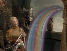 2- Shelley Duvall, creatrice della serie, partorì l'idea sul set di Popeye nel quale interpretava Olivia al fianco di Robin Williams Braccio di Ferro. Tra un ciak e l'altro, Shelley era solita leggere dei grandi volumi di fiabe che si portava da casa. Un giorno, mentre leggeva la storia de Il principe ranocchio dei fratelli Grimm, pensò che Robin Williams sarebbe stato un perfetto anfibio. Williams, sorpreso ma contento all'idea propostagli da Shelley, le suggerì di dare lei stessa vita al progetto come produttrice, oltre che in veste di attrice. Il principe ranocchio divenne così il primo episodio della serie.
