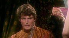 """3- In seguito al successo dell'episodio pilota con Robin Williams, le star di Hollywood si misero in fila per accaparrarsi un ruolo nella serie favolistica: tutti come aspiranti maghi, animali parlanti, regine e fate. Da Susan Sarandon """"Belle"""" ne La Bella e la Bestia a La principessa sul pisello Liza Minnelli fino allo Specchio Magico che si riflette in Vincent Price ne Biancaneve e i sette nani. (Nella foto Christopher Reeve è il Principe ne La Bella Addormentata)."""