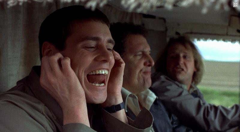 """Molti degli sketch non sono da copione ma improvvisati sul momento da Jim Carrey, come il memorabile """"lo vuoi sentire il rumore più fastidioso del mondo?""""."""