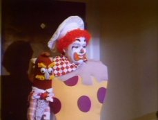 Il pagliaccio-mascotte di Funland (1987)